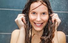 девушка под контрастным душем