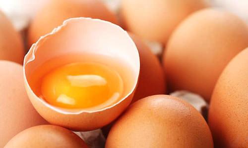 вскрытое яйцо