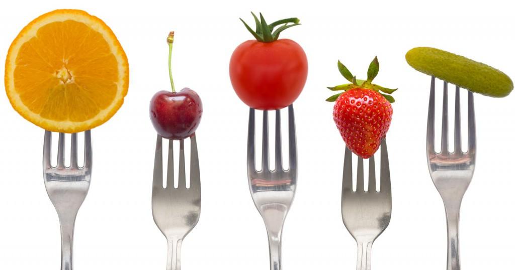фрукты на вилках