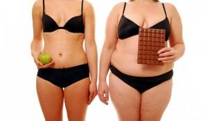 девушка с яблоком и девушка с шоколадом