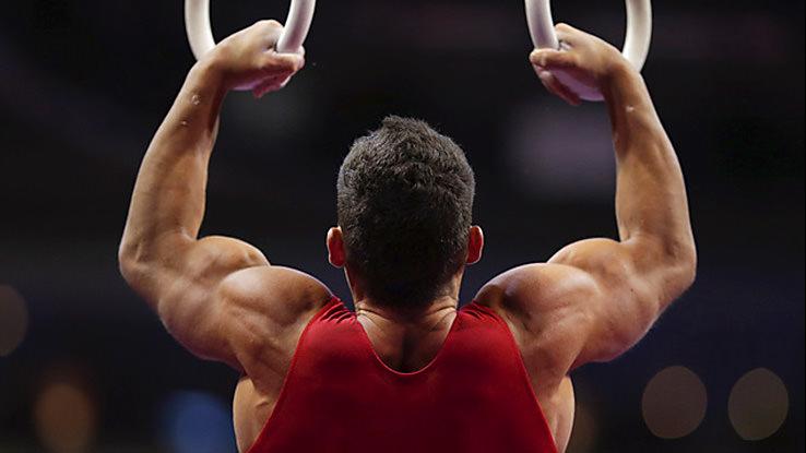 мужчина атлет
