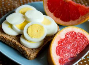 бутерброд с яйцами