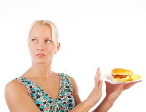 девушка отказывается от еды