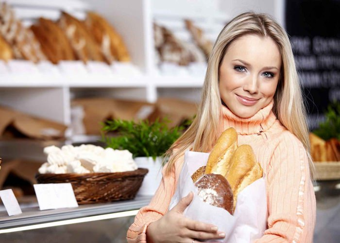 девушка с хлебом