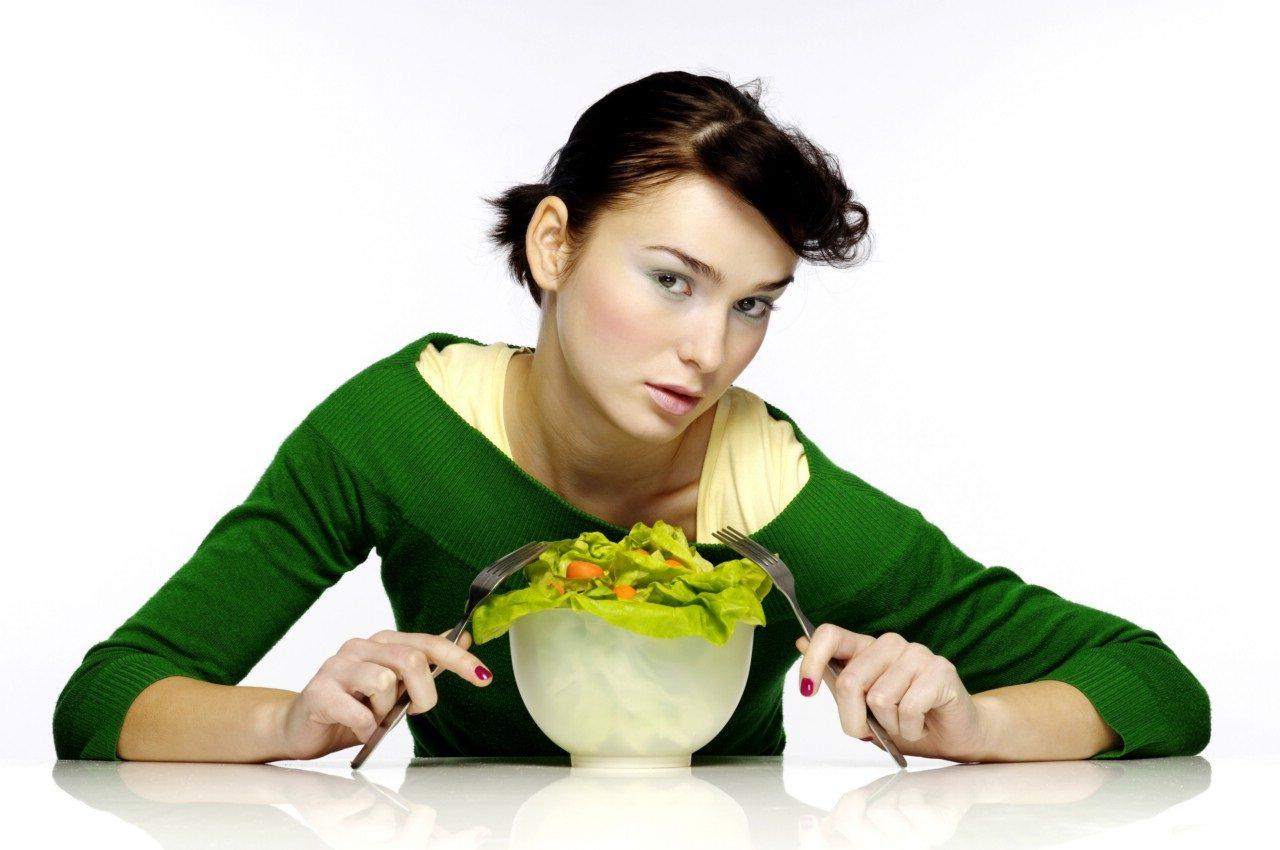девушка с салатиком