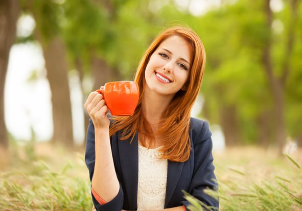 девушка с зеленым чаем