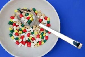 тарелка с таблетками