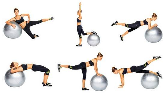 девушка делает упражнения с фитболом на бедра