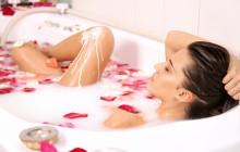 девушка принимающая ванну