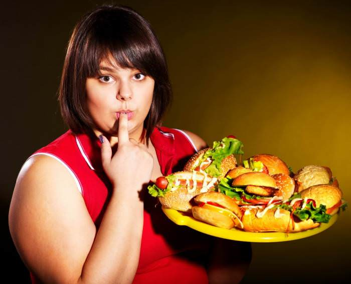 девушка с гамбургерами