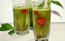 зеленый коктейль с клубникой